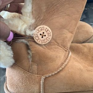 UGG Shoes - Pre Loved : Tan Uggs size 10 💖💖
